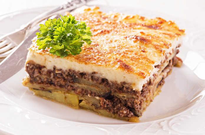 syntagi-paradosiakos-mousakas-me-patates-kai-melitzanes-696x461.jpg