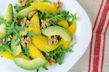 salata-me-mango-kai-vasiliko